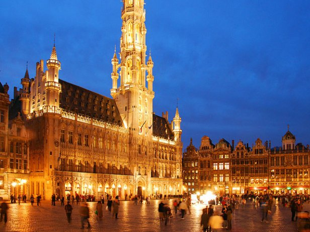 /Vista nocturna de la Grand Place